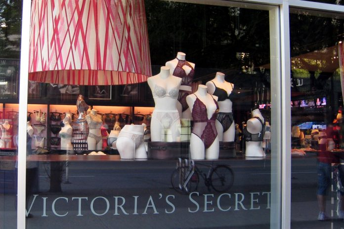 Victoria's Secret on Robson, Vancouver; Photo by ©Pacific Walkers