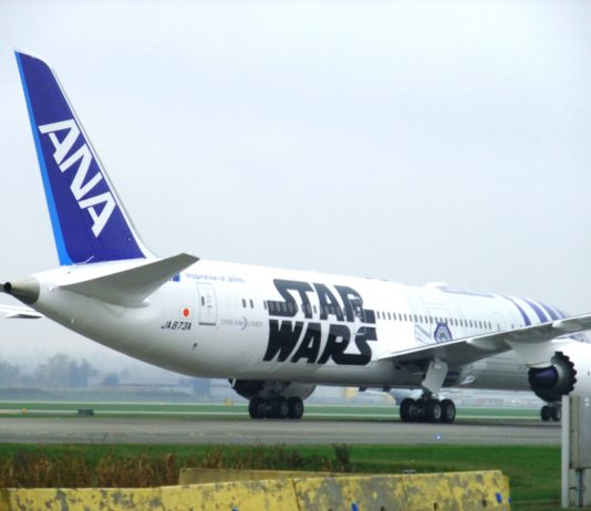 ANA Star Wars R2D2 design in October, 2015; Photo by ©Pacific Walkers