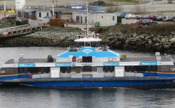 Sea Bus between Vancouver and North Vancouver with Shaw Go WIFI: Photo by ©Pacific Walkers